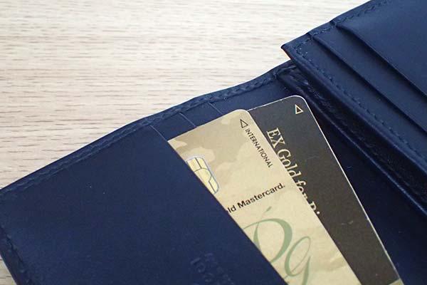 ゴールドカードと財布