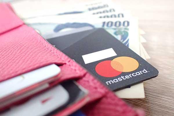 財布とクレジットカードとお金