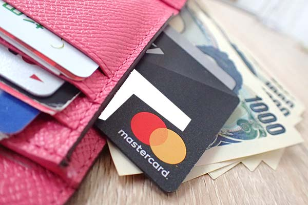 クレジットカードと財布とお金
