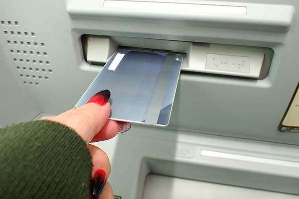 レイクALSAのローンカードと自動契約機